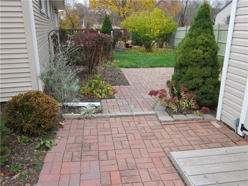 Brick & paver patio
